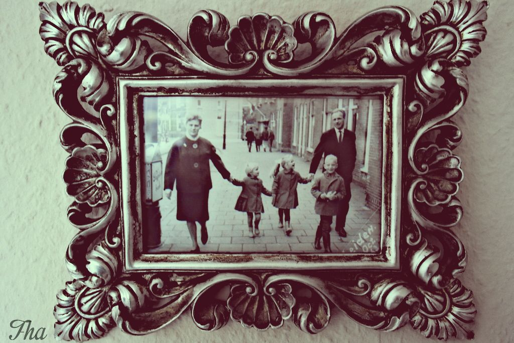 Back when pictures were a luxury. The youngest is my mother walking with my grandparents and her siblings in the centre of Leiden.